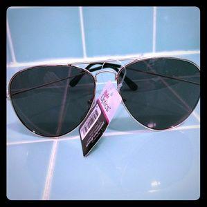 Gold rim Aviator sunglasses